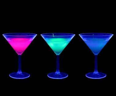 glow in the dark party | Glowing drinks