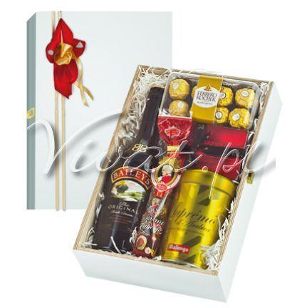 Prezent firmowy Aida Gift box Aida by Vivat http://www.vivat.pl/556,prezent-firmowy-aida.html  Likier Baileys Irish Cream 0,7 Ferrero Rocher 200g Kawa mielona Supremo Arabica 250g Praliny belgijskie Valentino 125g Czekoladki marcepanowo pistacjowe Mozart Kugeln 100g