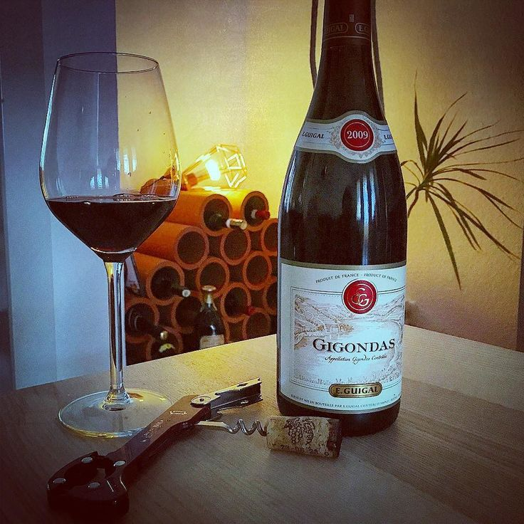Too early for a good glass of wine? Nah!! #redwine #rotwein #chillsonntag #chillen #chill #chillmal #calm #calmsunday #wine #drink #wein #filtered #photography #weinregal #deko #gigondas #fun #ton #alcohol #cheers #delicious #happyhour #aachen