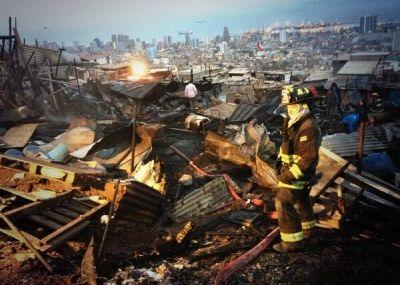 Incendio en Antofagasta: 57 damnificados y 15 casas destruidas en Campamento Aurora Esperanza | El Nortero.cl, Noticias de Antofagasta y Cal...