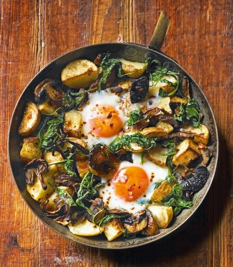 Baked eggs with mushrooms, potatoes, spinach and gruyère