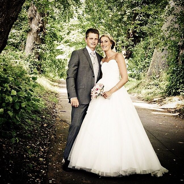 Flot brudepar #wedding #weddings #weddingforum #weddingphotos #weddingdetails #weddingpictures #weddinginspiration #weddingphotographer #bryllup #bryllupdk #bryllupsklar #bryllupsbilleder #bryllupsfotograf #bryllupsforberedelse #voresstoredag #fotograf #instawed