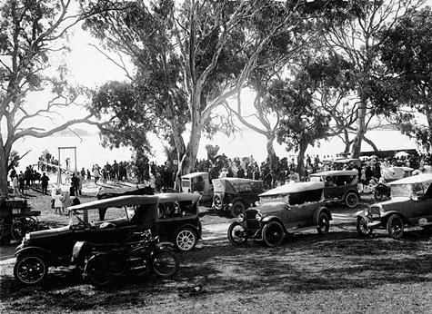 A crowd of people and cars beside Natimuk Lake for the 'Back to Natimuk' celebrations in 1924.