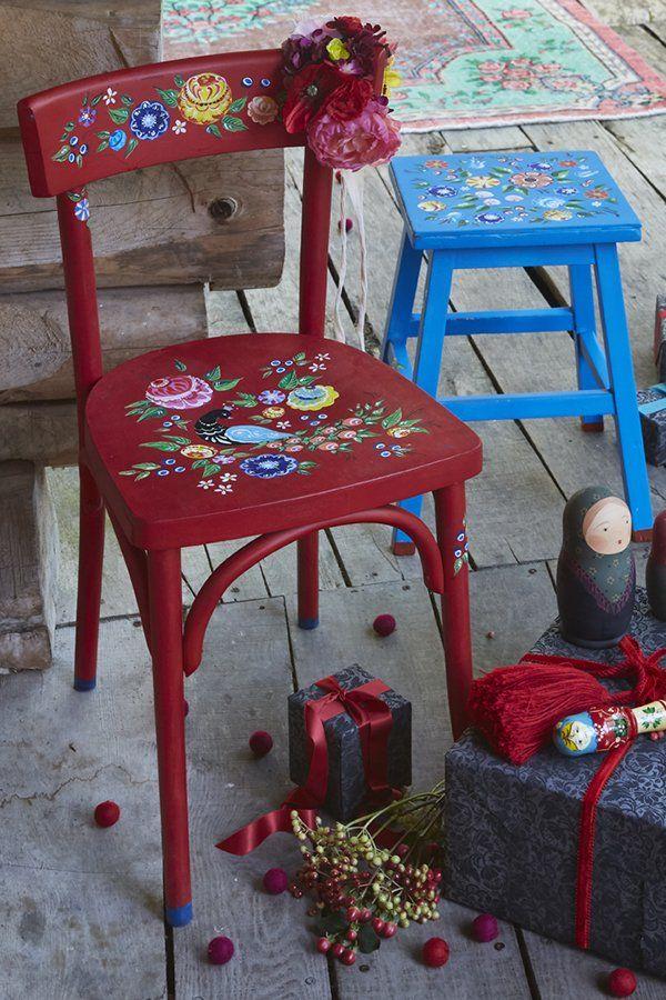 Tuto Deco Peindre Des Motifs Fleuris Sur Des Chaises Customiser Chaise Fleurs Peintes Motifs Peints