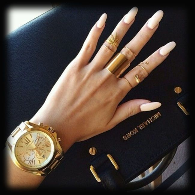 Gold accessories never do a girl wrong!