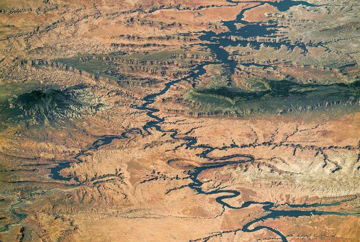 Lago Powell, aprecie el embalse del Rio Colorado, sur de Utah y norte de Arizona, USA.