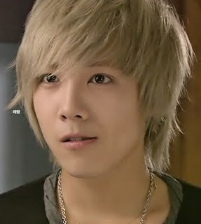 The first Asian person that i thought looks good as a blonde. Lee HongKi. <3