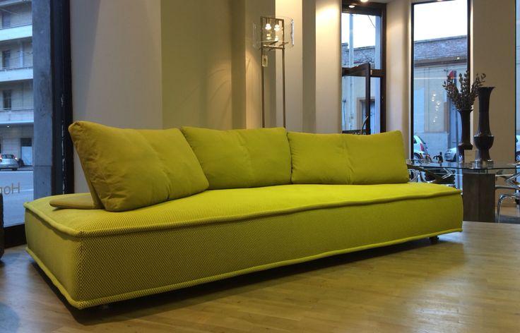 divano escapade by rochebobois store roche bobois di. Black Bedroom Furniture Sets. Home Design Ideas