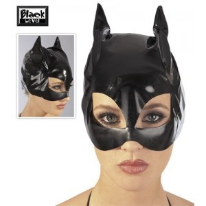 Offrez vous ce superbe masque noir en vinyle fabriqué en polyester et enduit de polyuréthane.   Il dispose de deux ouvertures suffisamment larges au niveau des yeux et possède une élasticité à toute épreuve afin de se fixer parfaitement sur la peau. Ainsi, vous aurez l'air mystérieux et envoûtant et votre partenaire ne pourra faire que de vous obéir.