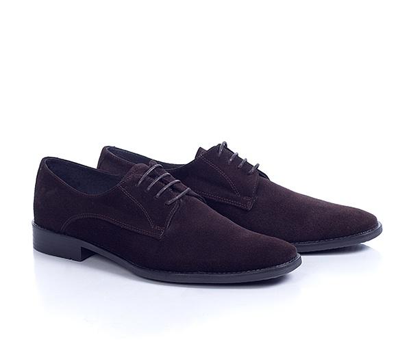 Pantofi din piele intoarsa de culoare maro, clasici, mereu la moda, foarte comozi, pot fi purtati la tinute casual sau smart-casual.