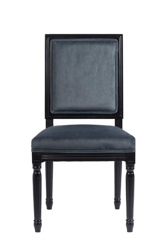 Эксклюзивный стул, который отлично будет смотреться как за обеденным, так и за письменным столом. Он имеет мягкую спинку и сиденье, а каркас и ножки этой модели сделаны из дерева черного цвета. Спинка и сидение обиты благородным вельветом графитово-серого цвета. Стул имеет оригинальные ножки, украшенные резьбой.             Метки: Кухонные стулья.              Материал: Ткань, Дерево.              Бренд: DG Home.              Стили: Классика и неоклассика.              Цвета: Серый.