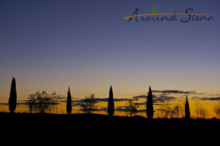 Sunset in the Crete. Tramonto nelle Crete. www.aroundsiena.it Around Siena is a different way to visit Siena; experiences and much more! Around Siena è un modo diverso per visitare Siena; esperienze e molto altro!
