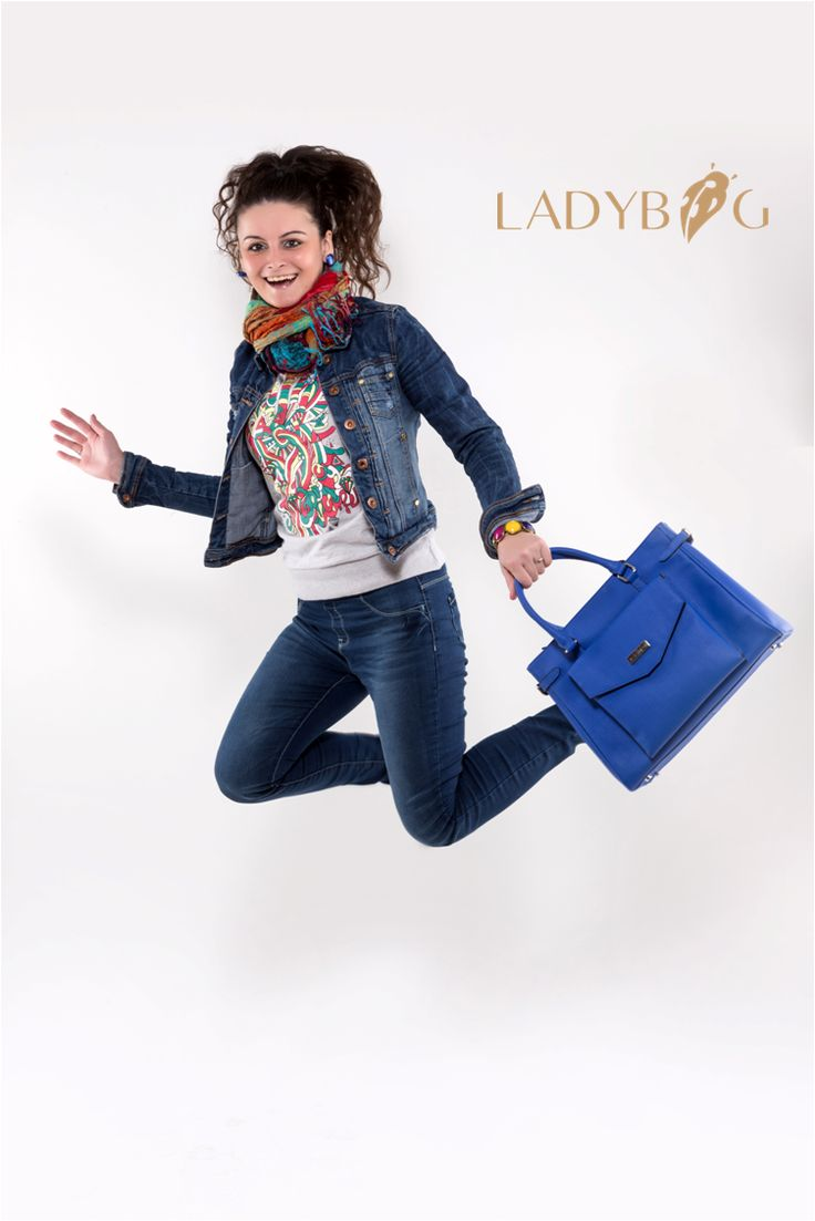 Handbag LADYBAG Blue Ocean: the first multifunctional heated handbag which charges your mobile devices. igg.me/at/HeatedBags