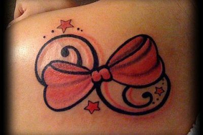 tatuagens de laço com estrelas