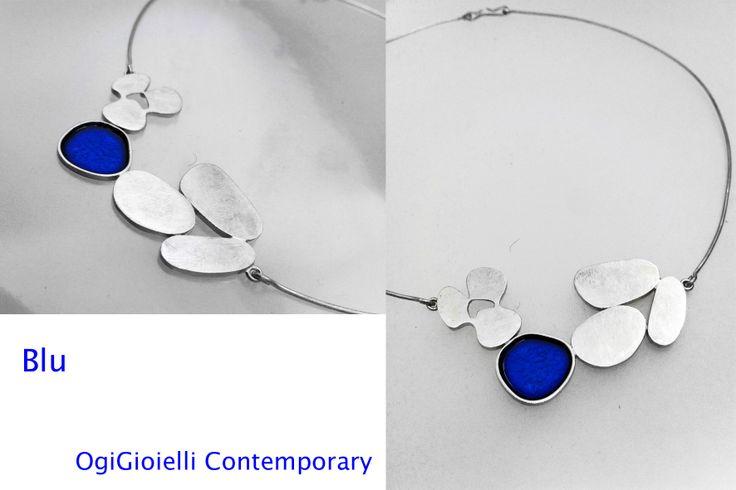 """Blu"", 2014 Girocollo rigido, oro bianco 750, smalto a freddo.  Choker, white gold 750, enamel."