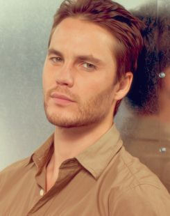Taylor Kitsch.. So sexy in savages