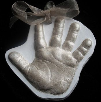 3D Baby Handprint Ornament - 10 Creative Baby Keepsake Ornaments on Pretty My Party.
