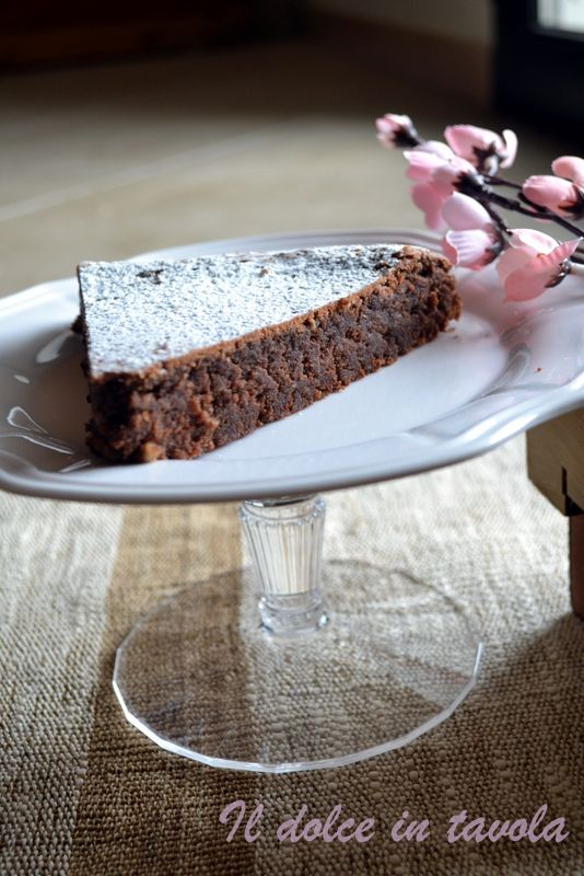Torta caprese  http://ildolceintavola.blogspot.it/2016/04/caprese-al-cioccolato.html