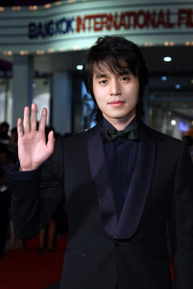 Lee Dong Wook was so thankful that Goblin got mush love. Thus, he said thanks for the love though a video posted by his agency, King Kong Entertainment. He was grateful that the drama was well received.