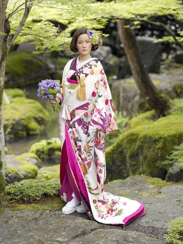 古き良き日本の伝統動きこなす?♡個性的でモダンな色打掛の参照一覧まとめ。