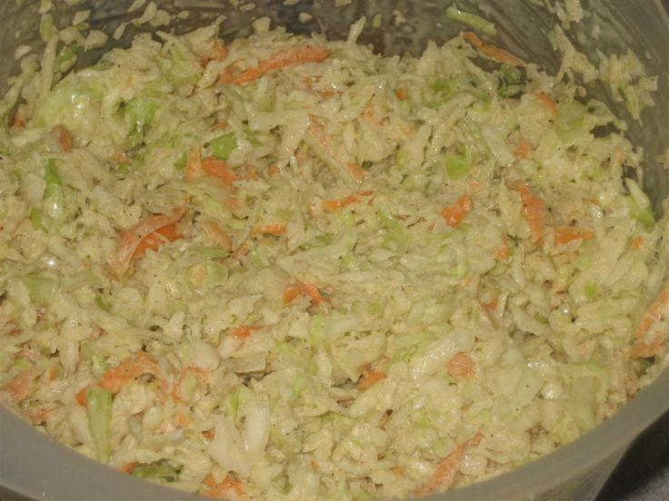 A népszerű majonézes amerikai káposztasaláta (angolul coleslaw) házilag elkészíthető receptje képekkel.