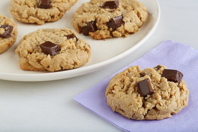 No white sugar? No problem. These chocolate-peanut butter oatmeal cookies are sweetened with brown sugar and no-calorie sweetener.