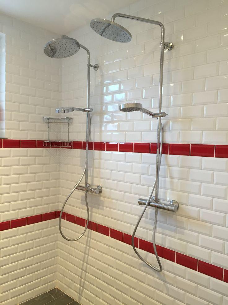Les 25 meilleures id es de la cat gorie salles de bains for Carrelage rouge pour salle de bain