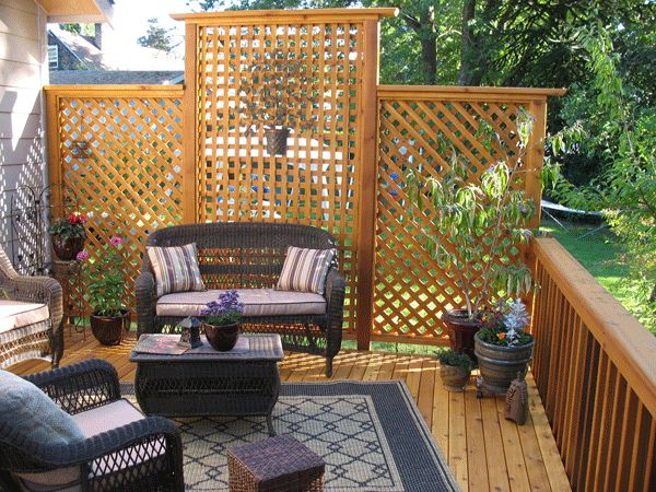 25 best ideas about lattice wall on pinterest backyard for Hanging privacy screens for decks
