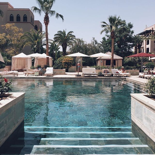 Three days of this (☀️❤️) and now  the dessert  with @scarabeocamp!  (Im not sure there will be reception in the but otherwise I'll see you tomorrow and I will save A LOT of insta stories for you guys!!) #wheninmorrocco #mumbaistockholmtravels #marrakech #fourseasons @fourseasons