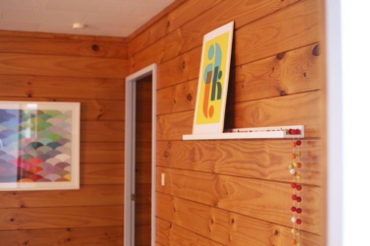 Styling by #placesandgraces - #lockwood #shelfie #artprint @endemicworld