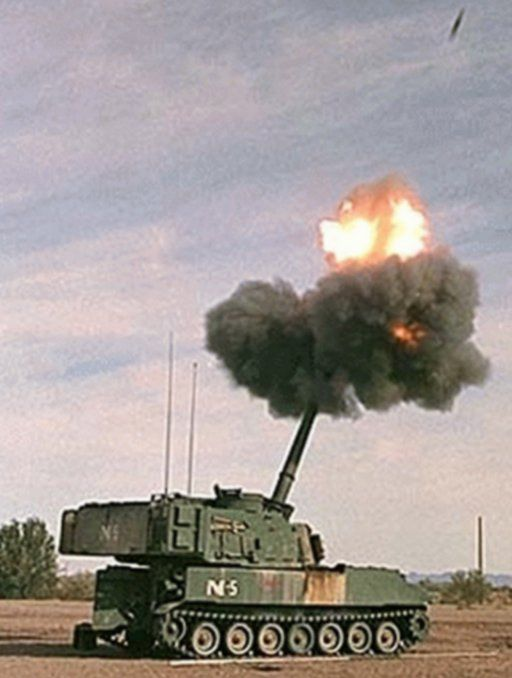 self propelled artillery | M109A6 Paladin Self Propelled Howitzer