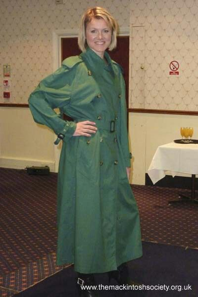 Green Trench Style Mackintosh Things To Wear Raincoat