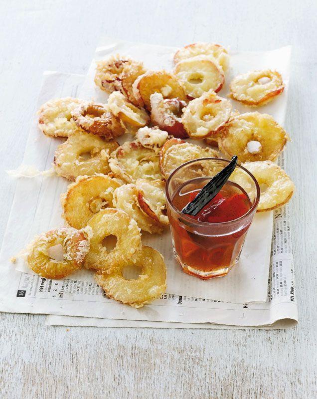 En rigtig æblesnack, som skal spises med det samme, for så holder æblerne sig sprøde, og hvis de er lune, suger de også godt af den søde og stærke dip.