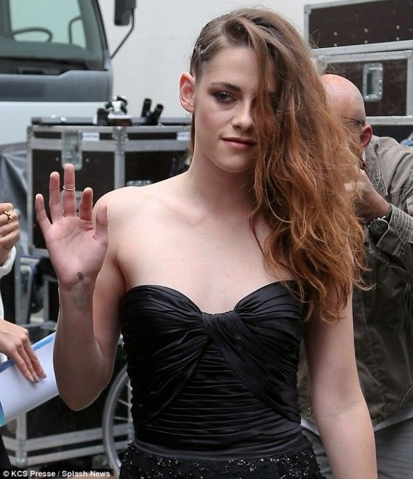 Kristen Stewart Long One Side Plaited HairStyle