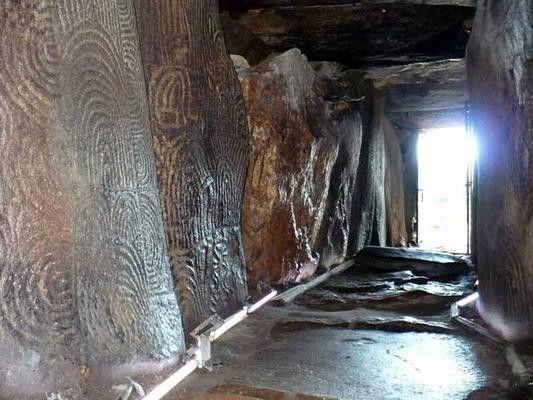 De nombreuses activités en famille vous attendent dans le Golfe du Morbihan et notamment sa richesse en vestiges néolithiques, les menhirs et les cairns sont magiques et surprennent les enfants.