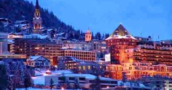 Визитной карточкой горнолыжного курорта Санкт-Мориц являются элитные отели, рестораны с великолепной кухней, дорогие бутики и шикарные ночные клубы.