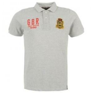 Tricoul polo barbatesc Rhino Rugby este un tricou elegant dintr-o singura culoare, cu emblema Rhino Rugby pe partea stanga a pieptului si GBR Rhino Rugby pe partea dreapta.Tricoul barbatesc ofera confortabilitate prin anchiorul cu nasturi, manecile scurte si materialul din bumbac 100 %.