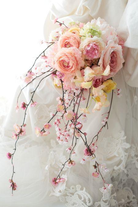 新郎新婦様からのメール 胡蝶蘭の髪飾りと、桜のブーケ シェ松尾青山サロン様へ : 一会 ウエディングの花