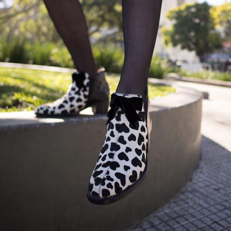 Si las botas #Tranquila te flecharon pasá a buscarlas esta semana por el #LPStore! Vas a encontrar más de 40 modelos con precios increíbles porque las #REBAJAS llegaron a #LP! Y sabés que tener un par de LP es inversión a largo plazo!! Te esperamos!  #zapatos #colourshoes #lpfans #invierno2017 #chicaslp #blancoynegro  #luzprincipe #luzprincipezapatos #hacemosloqueamamos #amamosloquehacemos