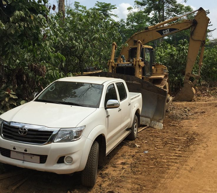 One of our Toyota Hi-Lux 4x4 pick-ups we supplied to Ghana. Interested? We have 50 more brand new units in stock: https://www.pktrucks.com/stock/view/to3078-Toyota-Hi-Lux-2-5-4x4-pick-up-new/  Price: € 20.950,- per unit. Double cabin, 5 seats. Manual gearbox. Model: KUN25L-PRMDHV. Engine: 2KD-FTV, 2494cc, diesel. GVM: 2735 kg. Pick up size: 155 x 140 x 45 cm. Chromed mirrors. SRS/Airbags. Radio/CD player. Power windows. Air conditioning. Tires: 255/70 R 15.   T1, for export outside the EU…