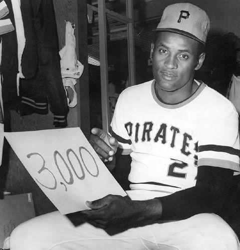 17) Roberto Clemente era el undécimo jugador en grandes ligas de béisbol tener 3,000 golpes.