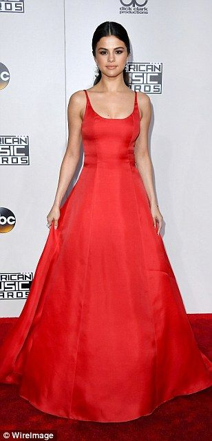 17 best ideas about Selena Gomez Red Dress on Pinterest | Selena ...