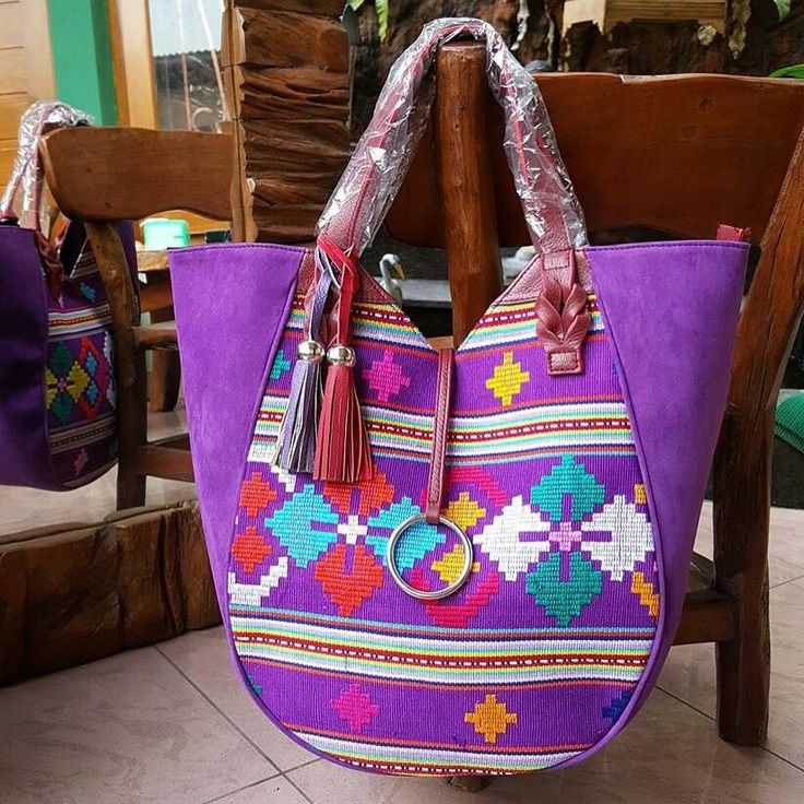 #handbag#tenun#buna#ntt#ethnic#Indonesia#handmade Price = IDR 750.000 Code = NYI AJENG C - 2820  - Size : 47 x 30 x 14 x 40 cm - Inside : suede, 2 handphone pockets, side zipper pocket - original cow's leather