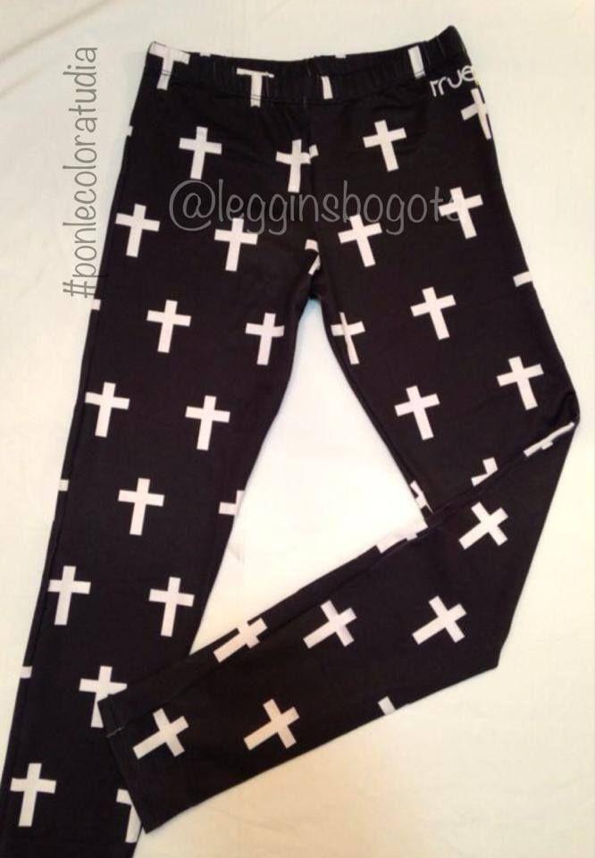 Leggins de cruces en blanco y negro Siguenos en: Instagram @Leggins Bogota Para hacer tus compras, llamanos o escribenos: Whatsapp 301 7872539 o 311 2767361