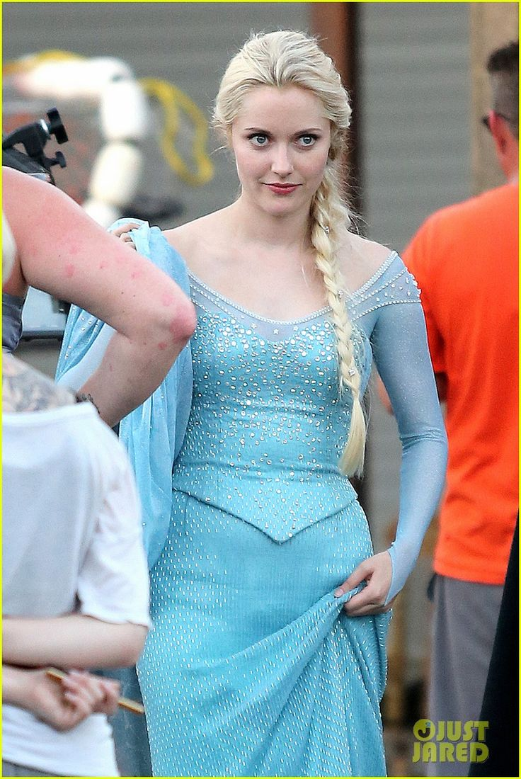 Georgina haig filming once upon a time 06 full size pictures to pin on - Photo Georgina Haig Steps Out In Character As Frozen S Queen Elsa On The Set Of Once Upon A Time On