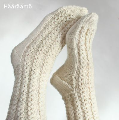 lace cable pattern for woolen socks + the instruction w/ clear pics (text in Finnish)