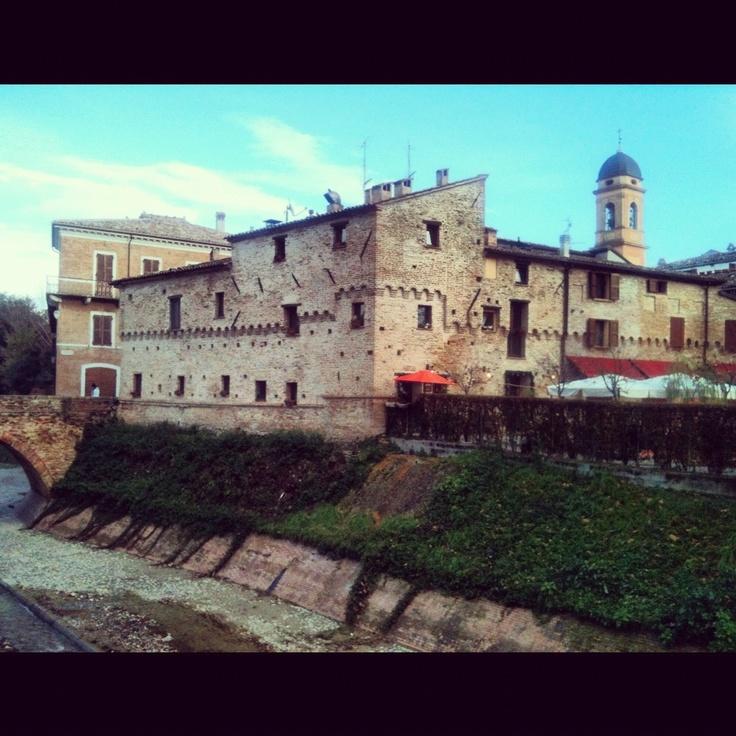 San Giovanni in Marignano : granaio dei Malatesta a pochi passi da Cattolica