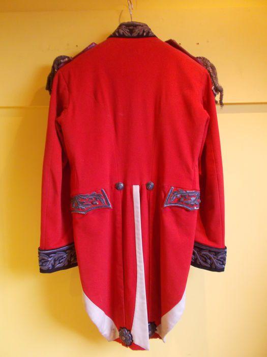 Veste d'uniforme rouge d'officier anglais Victorien 1830. 19ème siècle