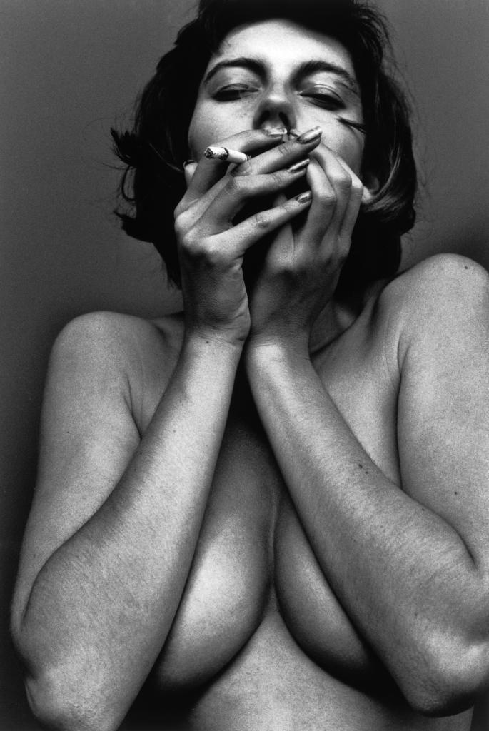 adiccion, ansiedad, exceso  Titulo : Ansiosa adiccion.  La vida se pierde en una adiccion.