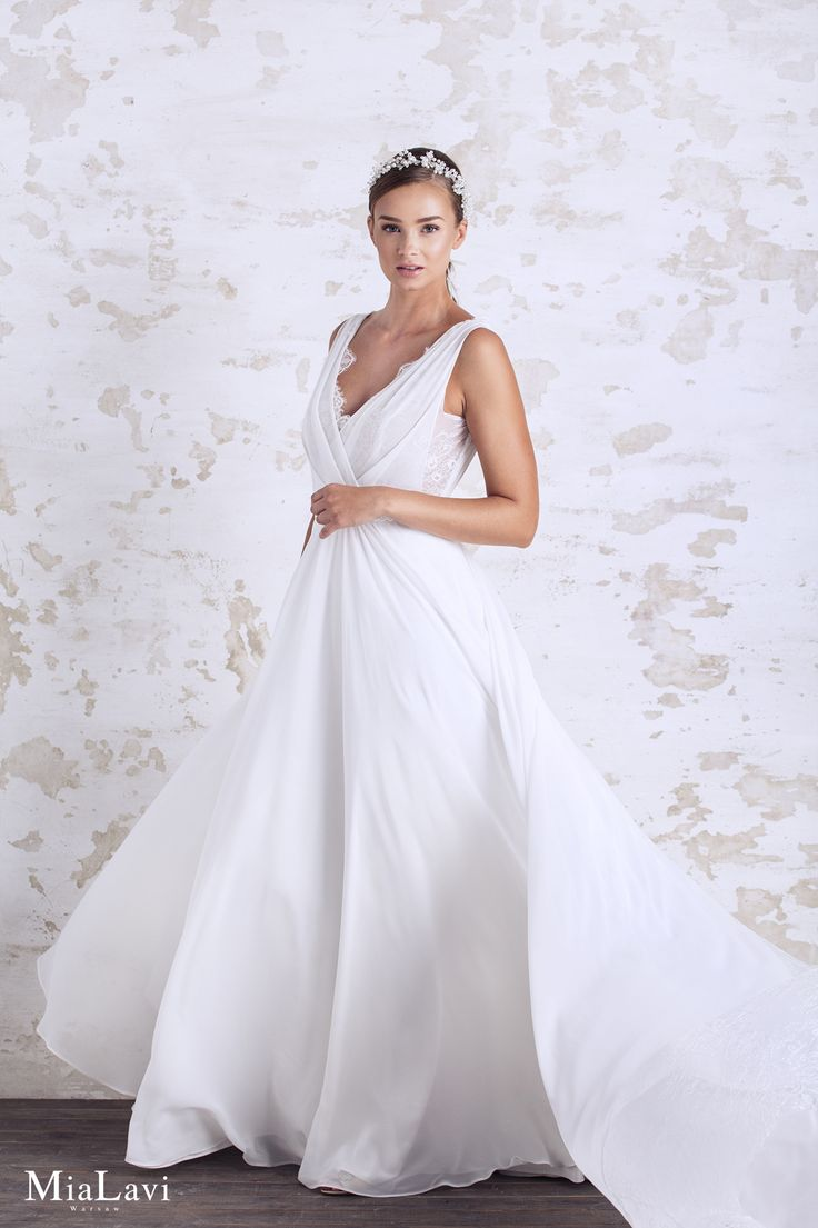 Romantic wedding dress 1717, Mia Lavi 2017
